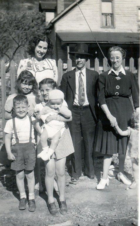 Opal, Ned, Roxie Samson with Childen & Patty Napier holding bobby Samson