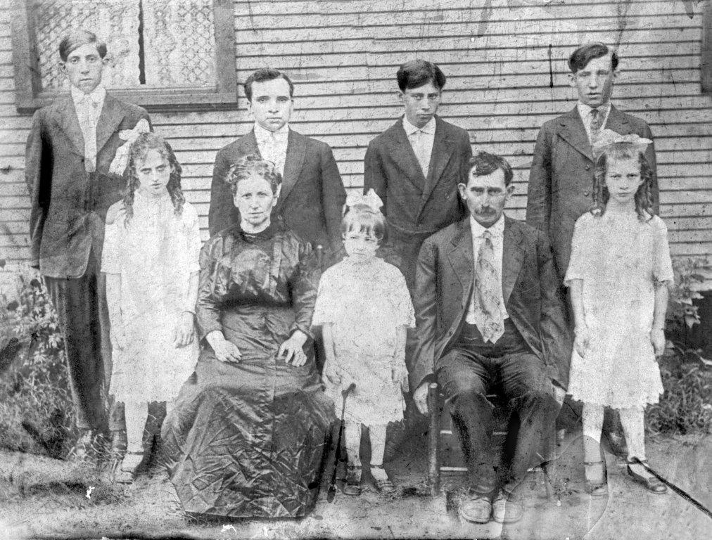 Scott and Alice Taylor Family do Moniroe, WV. Back: Clyde Taylor, Bijah Taylor, Ed Taylor, Jess Taylor. Front: Mabel Taylor, Alice Taylor, Elizabeth Taylor, Scott Taylor, Virginia Taylor