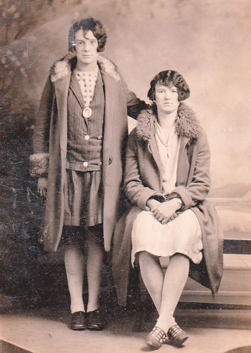 Mary Chittum and  Bessie (Chittum) Thompson