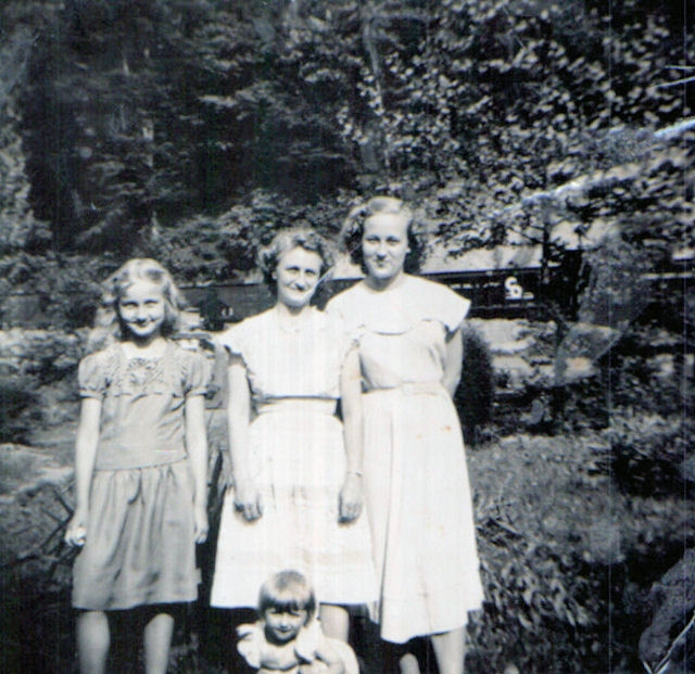 Verdie Owsley, Peanut Borth, Lillian Chambers and Susan Borth